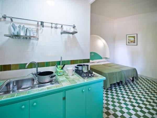 Domek Chalet C2 - kuchnia i pokój